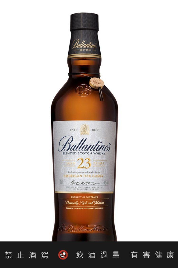 百齡壇23年調和型蘇格蘭威士忌,由免稅市場獨家發售。圖/摘自Ballantine...