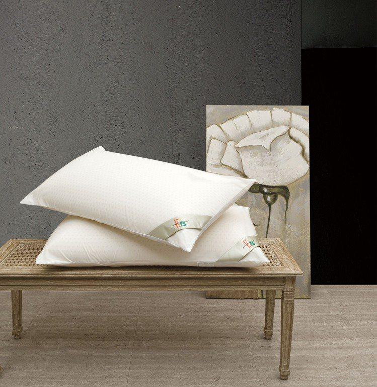 EBC美國天然乳膠枕,特價3,968元/對。圖/日比提供