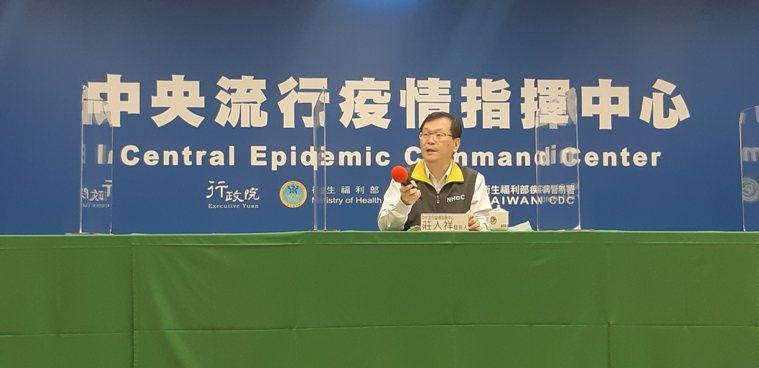 中央流行疫情指揮中心發言人莊人祥公布,國內新增2例境外移入新冠肺炎確定病例。記者...