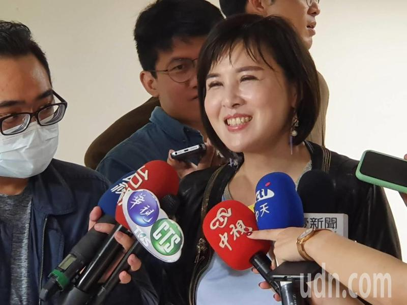 台北市議員王欣儀下午加碼爆料,立委高嘉瑜當年去歐洲還買勞力士「綠水鬼」。記者楊正海/攝影