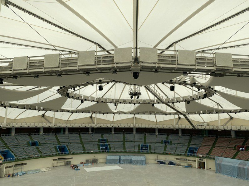 俗稱「桃園巨蛋」的桃園市立綜合體育館歷經1年多整修已在近日完工,明年初將有新職籃賽事在館內開打。圖/桃園市工務局提供
