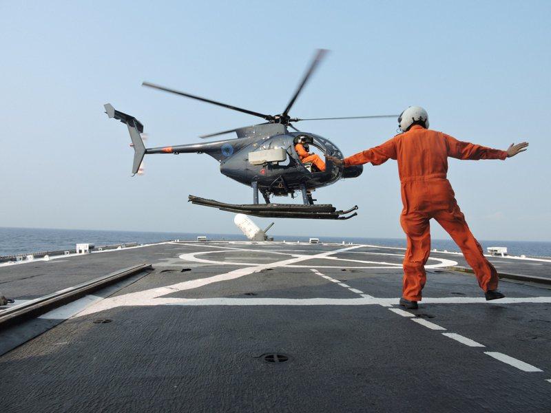 500MD/ASW起飛離艦。圖/海軍反潛航空大隊提供