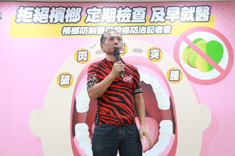 葉先生(圖)因工作關係吃檳榔超過20年,每天最多吃50顆檳榔,明知檳榔不好,剛吃...