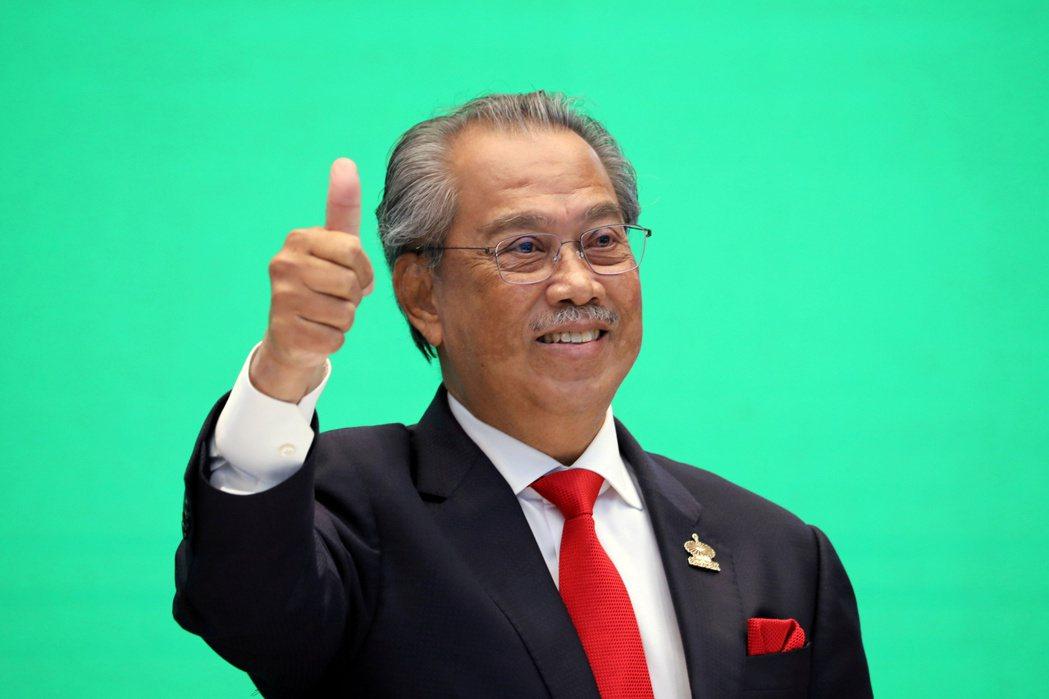 馬來西亞總理慕尤丁逃過逼宮危機。路透
