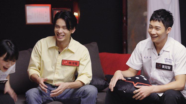 姚淳耀(左)、黃冠智暢聊拍片經過。圖/Netflix提供