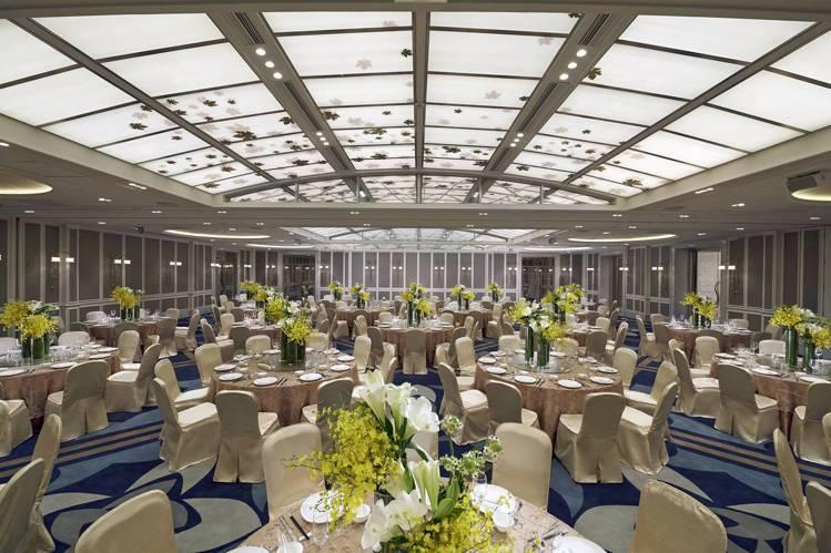 時尚典雅、挑高4米的文華廳,是舉辦中小型尾牙春酒宴會的最佳場所。圖/台北文華東方...