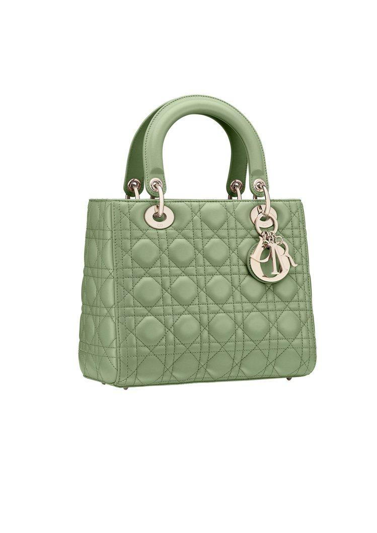 Lady Dior薄荷綠籐格紋小羊皮中型提包,價格店洽。圖/DIOR提供