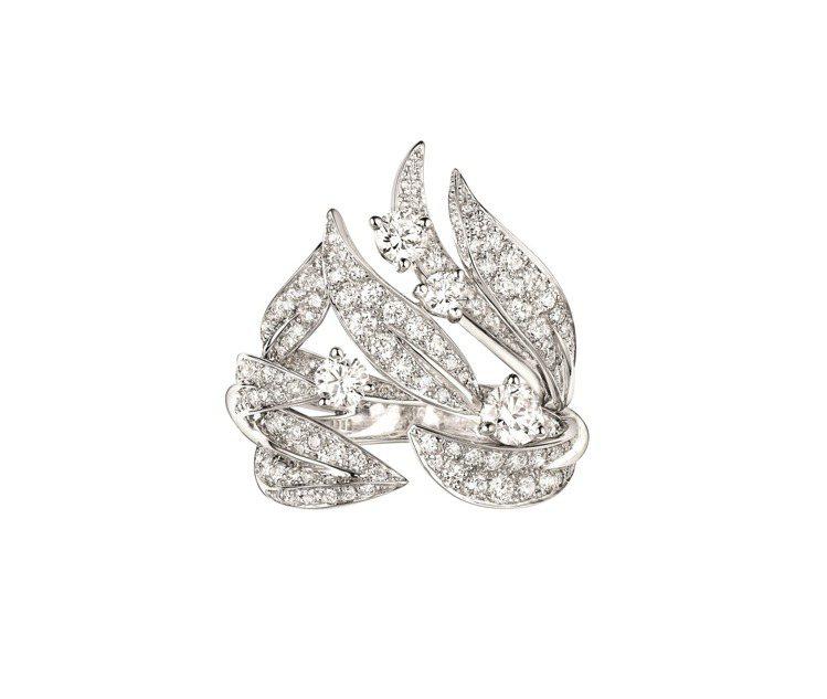 Laurier 18K白金鑲鑽戒指,110萬元。圖/CHAUMET提供