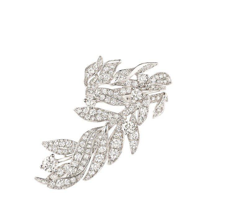 Laurier 18K白金鑲鑽戒指,120萬元。圖/CHAUMET提供