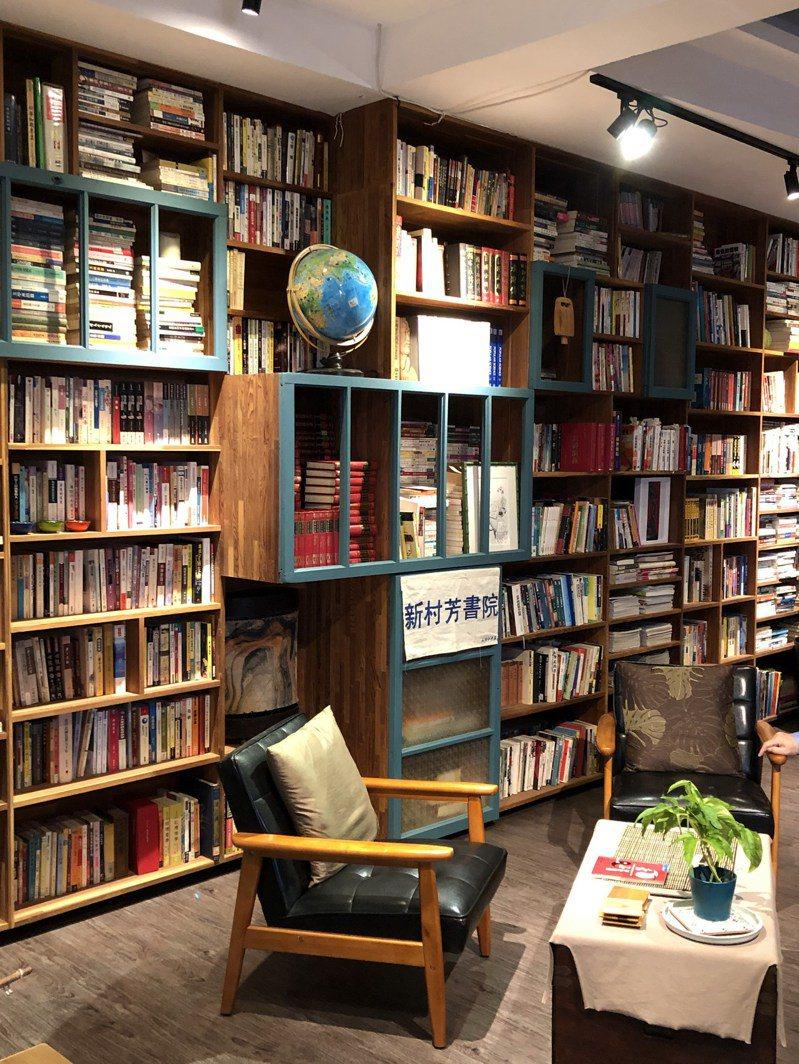 施岑宜在瑞芳火車站後方創辦新村芳書院,做為學習和分享瑞芳的道場。圖/于國華提供
