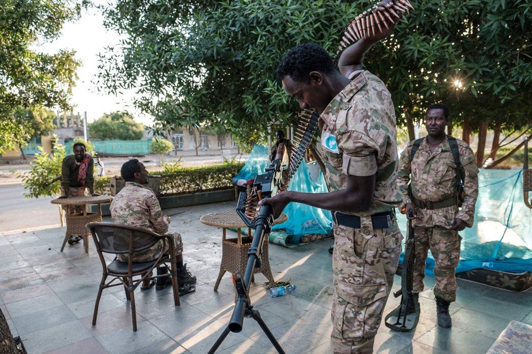 26日,衣索比亞政府正式對10萬大軍下達「總攻命令」,大量坦克、甲車與重型火砲,...
