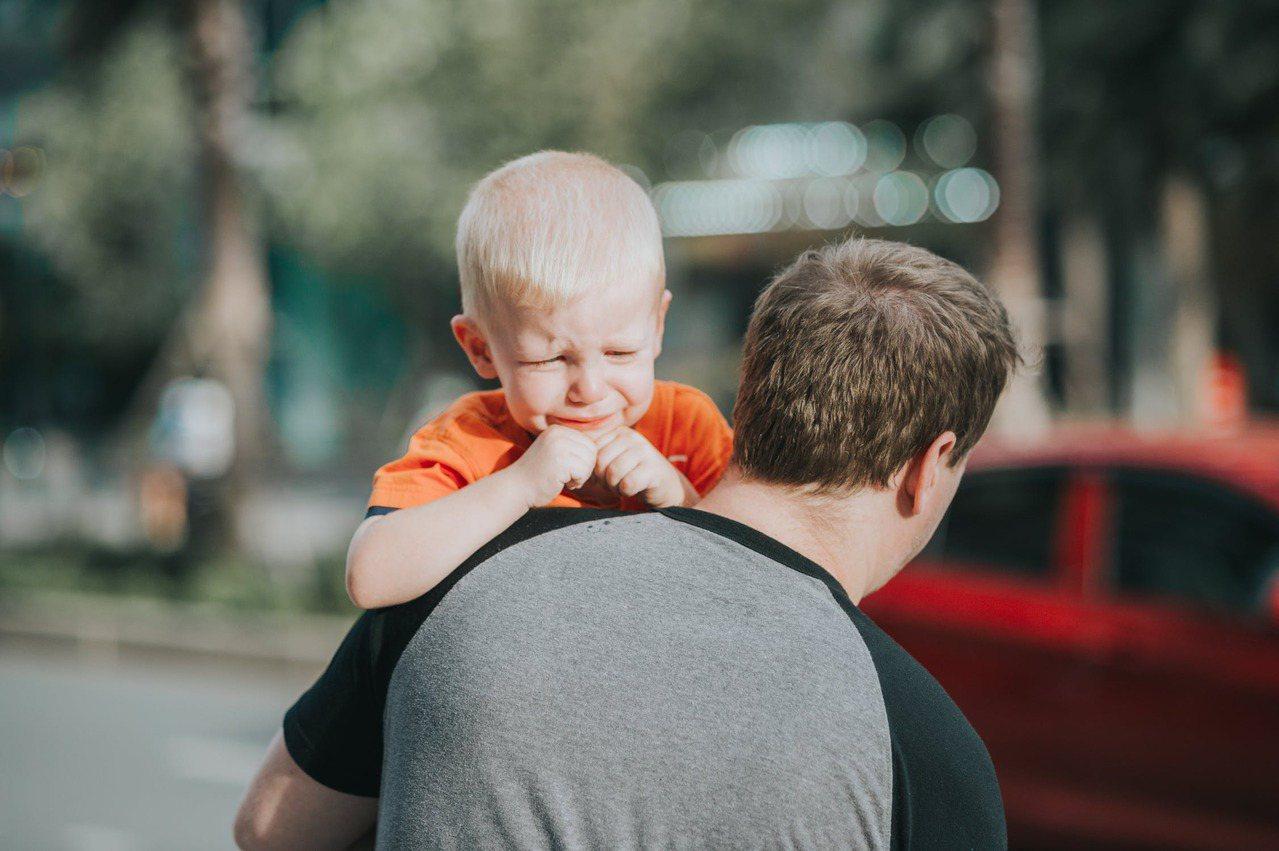 孩子要的可能不只是單純的溫飽供給,而是整個家庭的溫暖。 圖/pexels