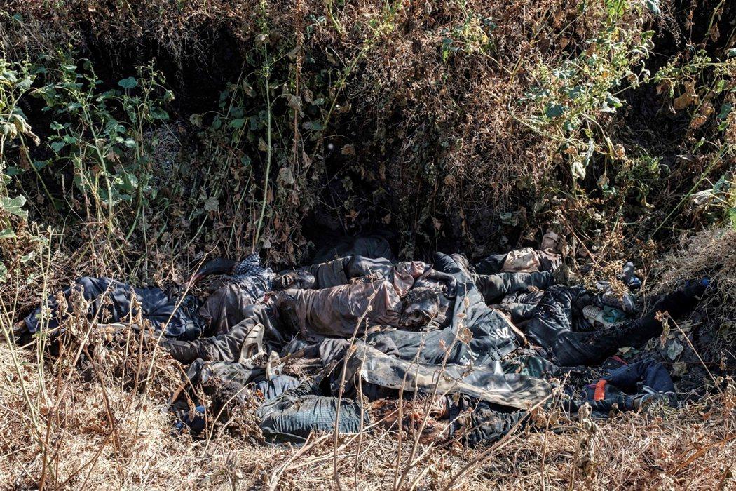 邁卡德拉大屠殺後,在附近找到的將近20具屍體。 圖/法新社