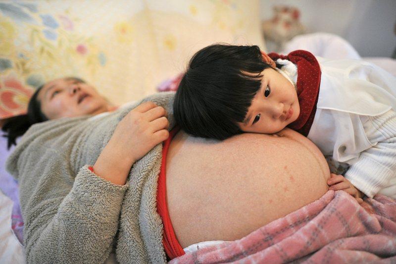 當討論到少子女化的時候,女人的子宮是公用的,是國家社稷的。 圖/路透社