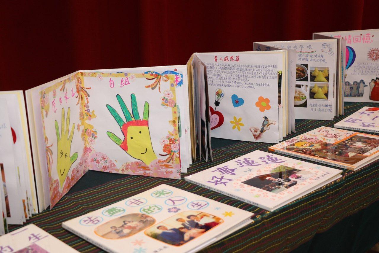 台灣老大人活力發展協會在全國各地推動生命繪本,已有7千多人參與,完成超過2萬本作...