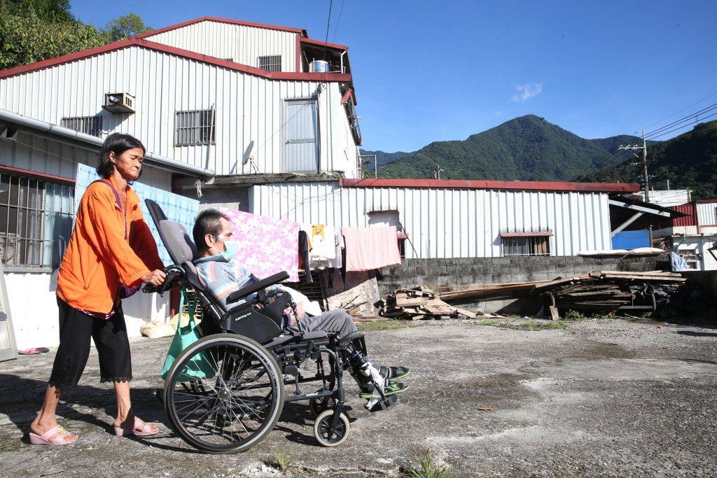 偏鄉醫療能量不足,是政府長期以來無法解決的難題,也是偏鄉居民心中的痛。 圖/聯合報系資料照