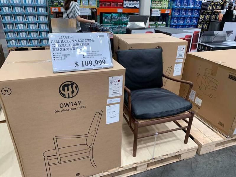 網友逛好市多驚見要價10萬多元的木椅。圖擷自facebook
