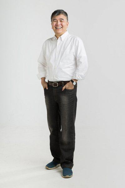 在工作之餘,邱天元是個典型的背包客,他走過中國250個大小城市,造訪上千個遺跡景...