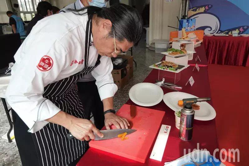 廚師示範烏魚子搭配西式料理。  圖/林敬家 攝影