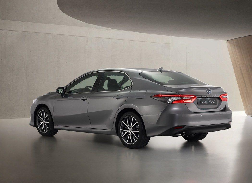 小改款歐規Toyota Camry動力仍維持綜效馬力215hp。 摘自Toyot...