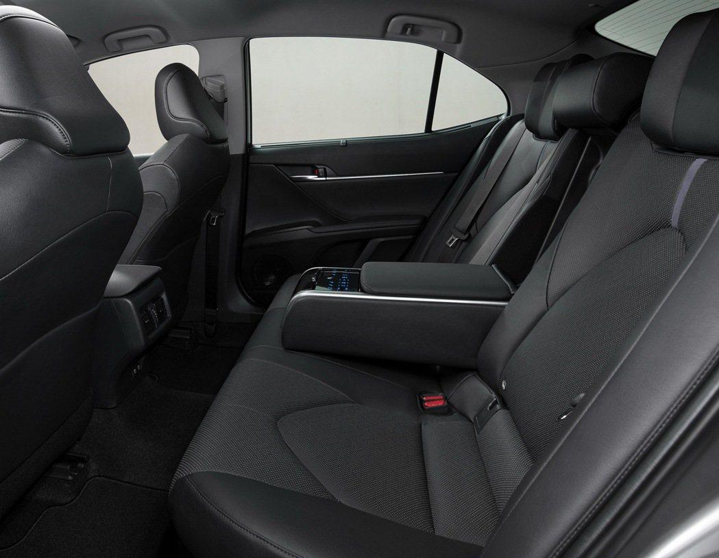 小改款歐規Toyota Camry在座椅方面也換上新質料。 摘自Toyota