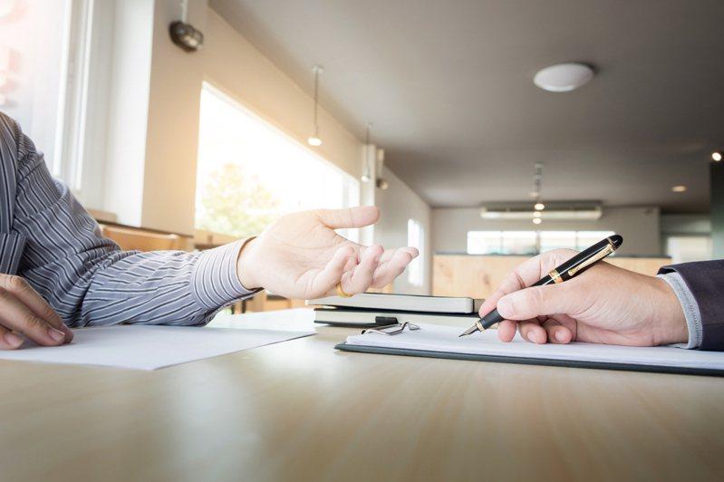 面試時可能會遇到各種突發狀況,求職者的應對將會影響工作機會。示意圖/ingimage