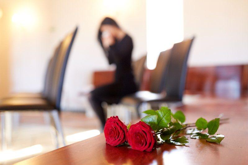 一名人妻的先生才剛過世,大姑就直接要她搬出家裡。示意圖/ingimage