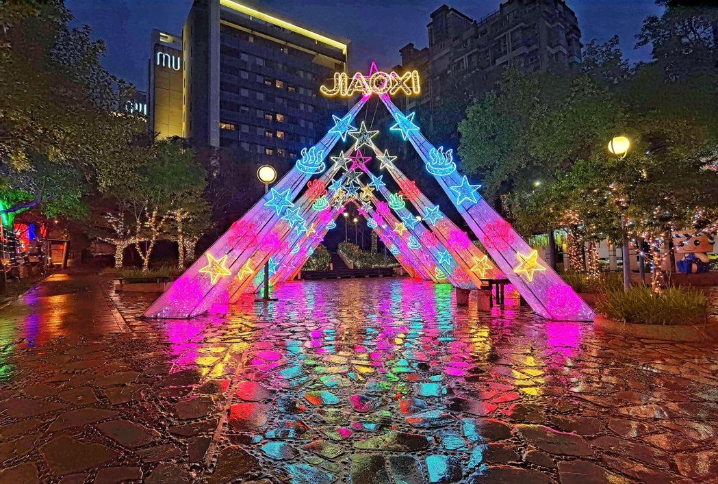 礁溪鄉長張永德表示,今年燈花季特別用心規劃,要讓遊客耳目一新。