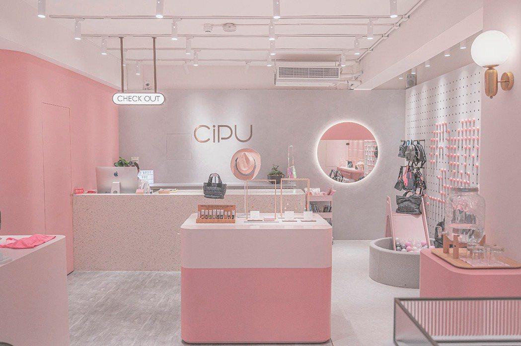 喜舖主力消費群為千禧媽媽,周品妤以千禧粉作為概念店主色調。 喜舖CiPU /提供