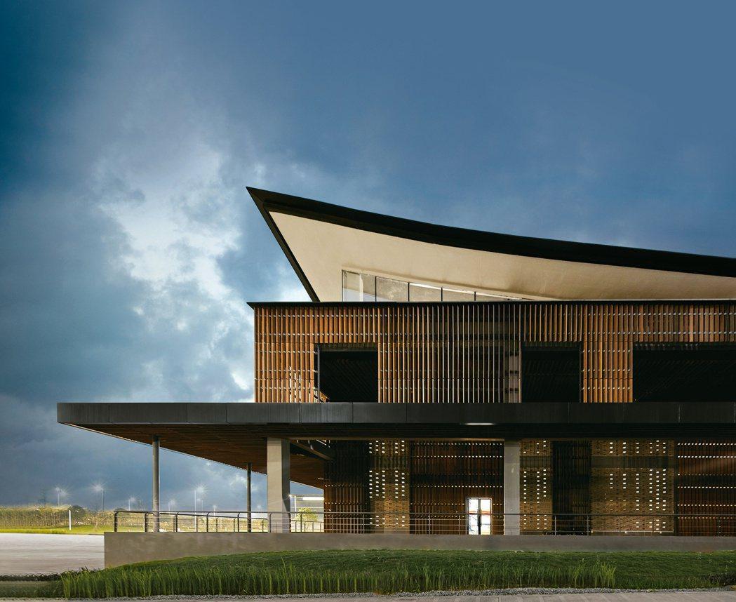 RLP以回收竹條與當地特有青磚作為桂林十如紡織園區建料,打造當地獨有的建築設計。...