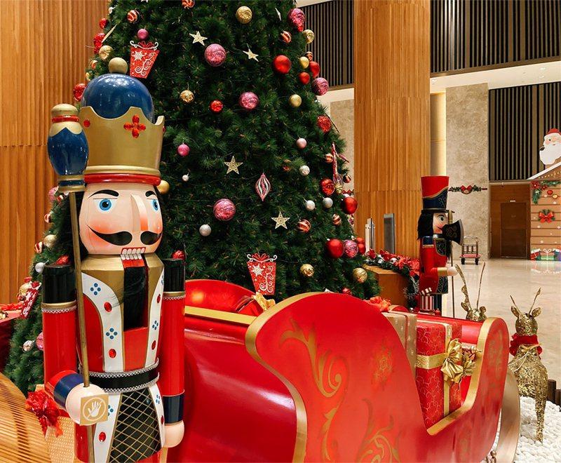 香格里拉台南遠東國際飯店以「童話耶誕節」主題,將國外經典芭蕾舞劇中的胡桃鉗帶入飯...