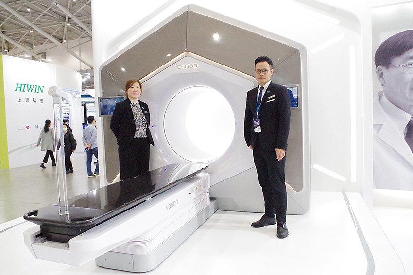 瓦里安AI放射治療系統在台灣醫療科技展中受到囑目。 瓦里安公司/提供
