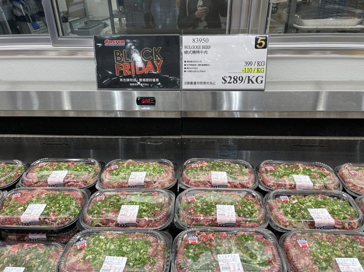 隱藏版肉類優惠,韓式燒烤牛肉每公斤折價110元,已經加入醃醬,回家直接燒烤拌炒就...