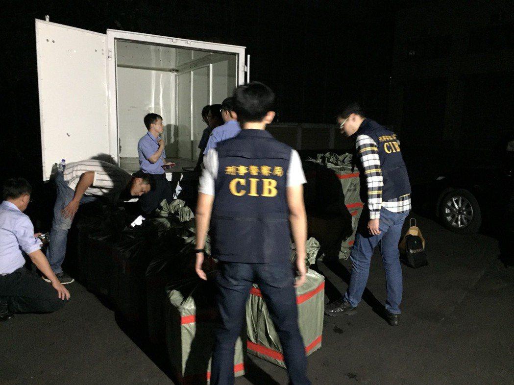 販毒集團從香港空運輸入四級毒品三級丁氧羰基去甲基K他命,刑事局在桃園機場逮捕接貨...