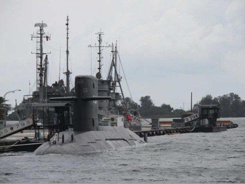 海軍舉行潛艦國造開工儀式十幾個小時後卻準備與媒體對簿公堂,其中轉折牽涉原因複雜,最大原因還是與未來國防部長人事之爭有關。圖/聯合報系資料照片