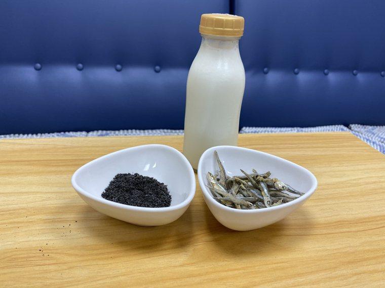 營養師指出,乳糖不耐症的民眾不能喝牛奶補鈣,可選擇食用芝麻、優格、小魚乾等食物。...