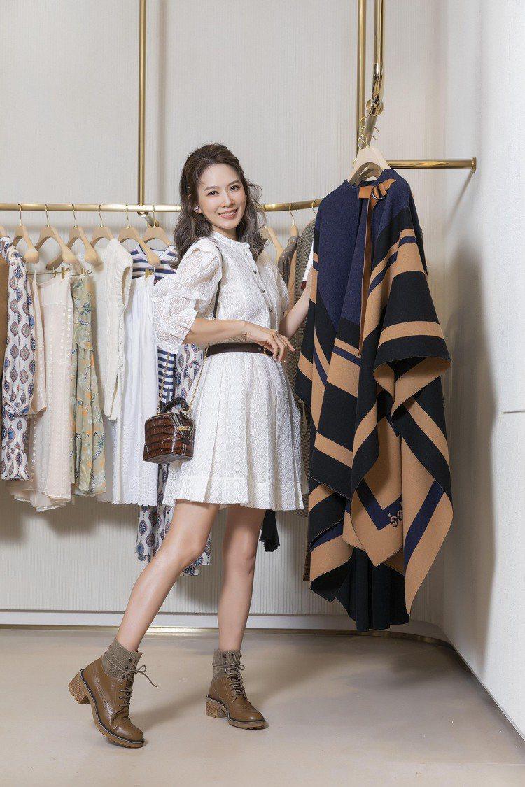 Melody的甜美穿搭造型,Chloé白色蕾絲短洋裝14萬3,300元、Drew...