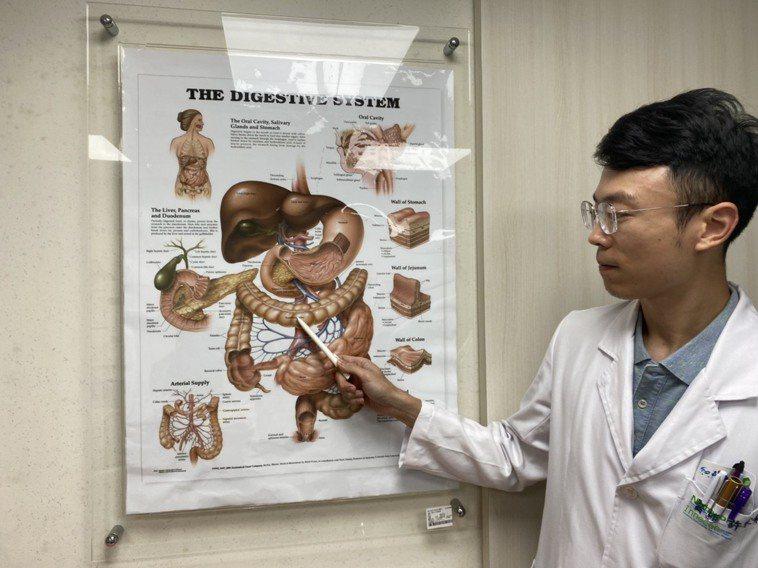 大腸癌蟬聯十大癌症第一,醫師許家榮提醒民眾定期檢查,多運動、多吃蔬果、少吃紅肉、...