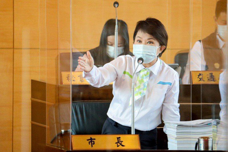 台中市長盧秀燕說明智慧卡是台中市府未來努力方向。記者張明慧/攝影