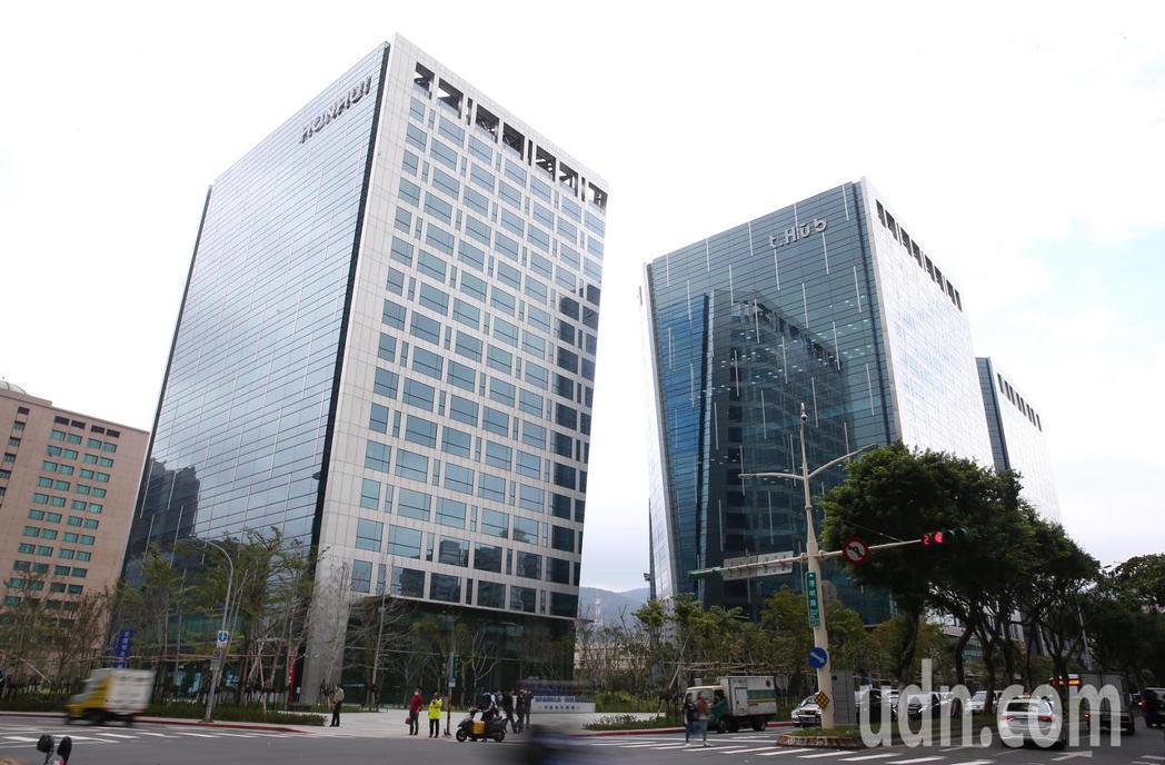 台北市政府與宏匯集團合作的「t.Hub內科創新育成基地」上午舉行開幕啟用典禮。記...