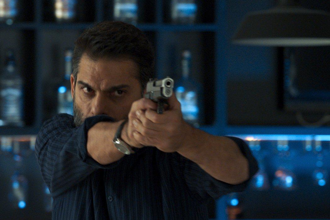 《緝毒風暴》柏林影帝佩曼莫阿迪飾演警官薩馬,展開大規模掃毒。捷傑提供