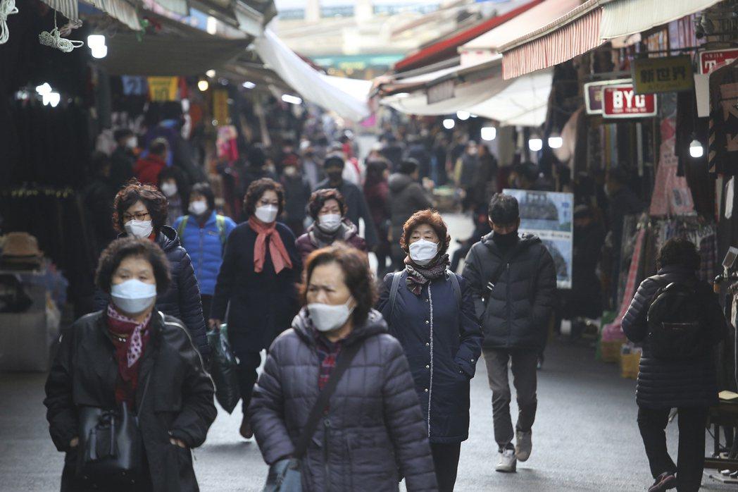 南韓中央防疫對策本部廿七日通報,截至當天凌晨零時境內新增五六九例新冠肺炎確診。圖...