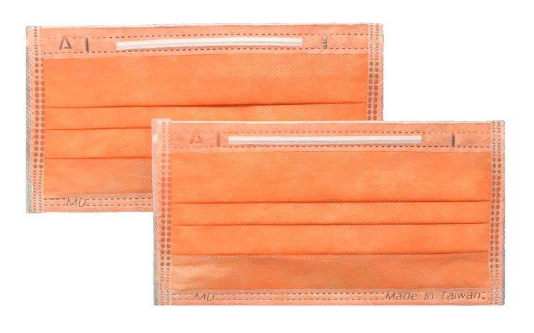 屈臣氏11月28日獨家開賣「Watsons X 永猷醫療用口罩」,螢光橘、螢光綠...