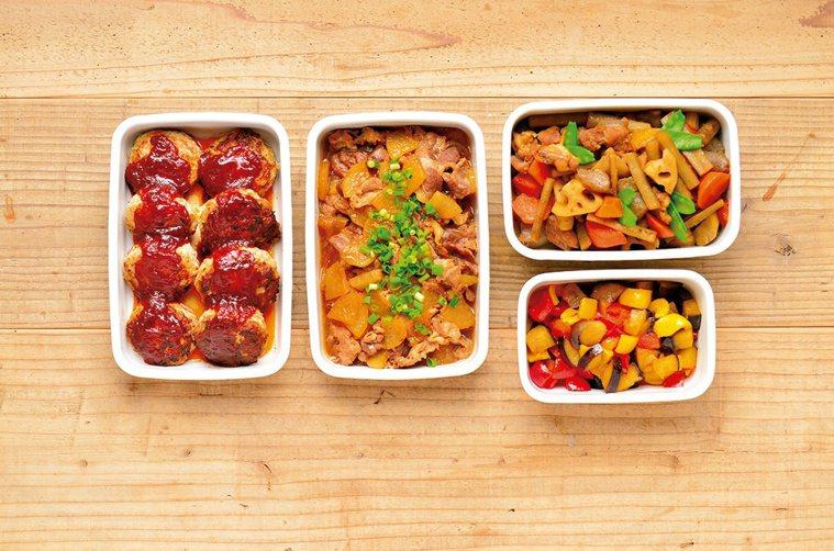 一週常備方便菜(從左至右):起司餡漢堡排、豬肉炒白蘿蔔、筑前煮、酸甜茄子炒甜椒。...