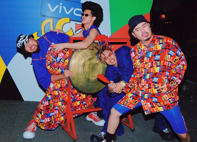 阿達等藝人在「vivo 你要喝什麼」組隊並且穿上ANGUS CHIANG 202...