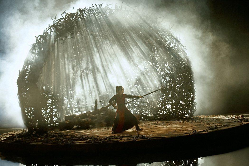 鄧紫棋以女皇帝武則天為靈感創作新歌「萬國覺醒」。圖/索尼音樂提供