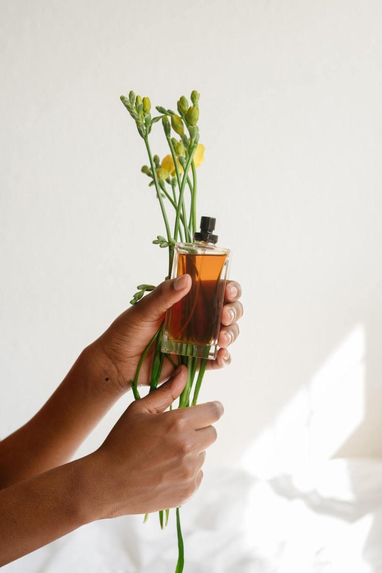 喜歡的味道固然重要,若不在時間內用完,可能香氣也會隨著時間改變。圖/摘自 pex...