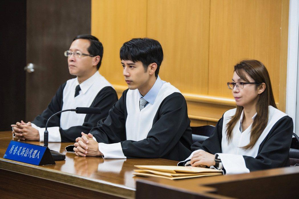 胡宇威在「王牌辯護人」中,為空難離世的未婚妻重拾律師身分。圖/東森提供