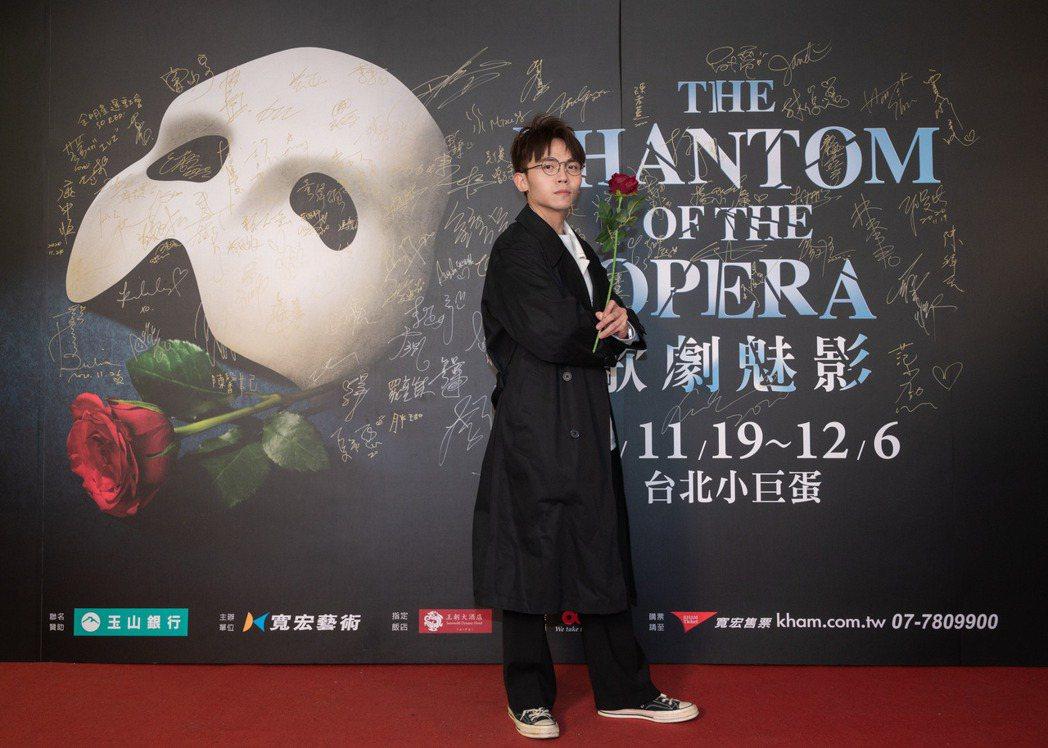黃豪平欣賞百老匯音樂劇「歌劇魅影」。圖/寬宏藝術提供