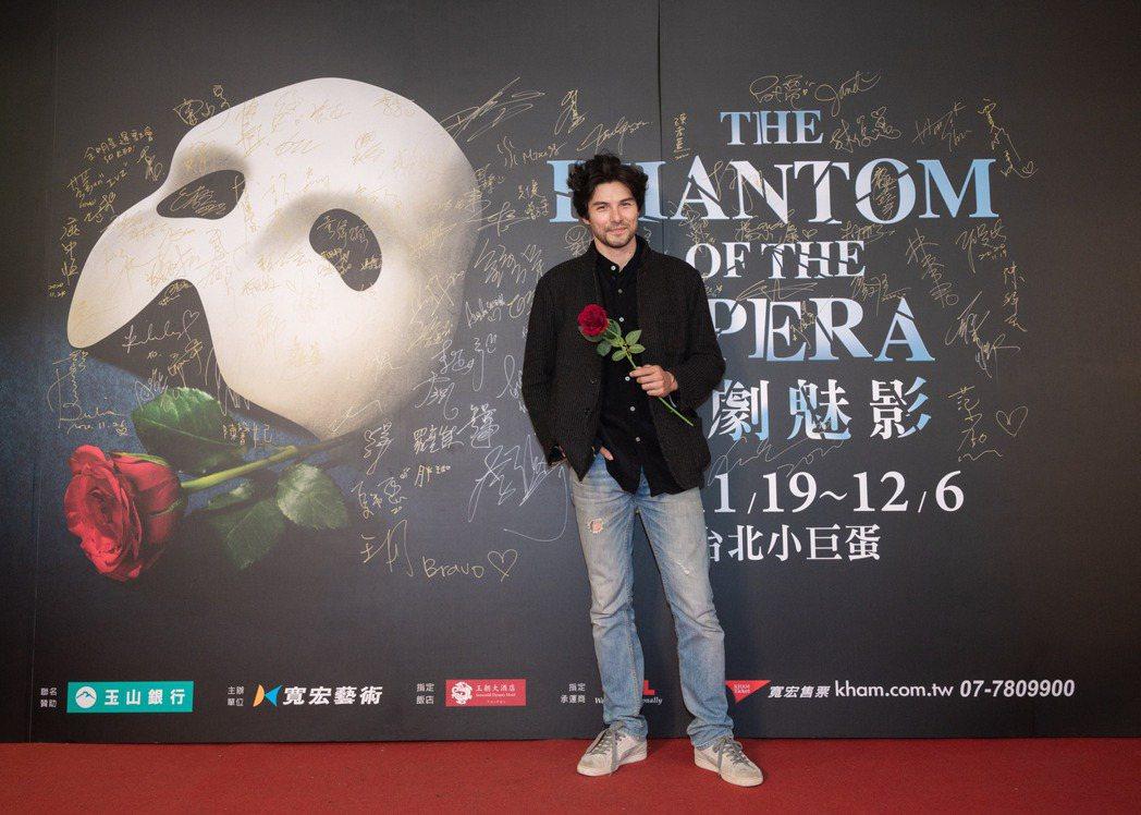 鳳小岳欣賞百老匯音樂劇「歌劇魅影」。圖/寬宏藝術提供